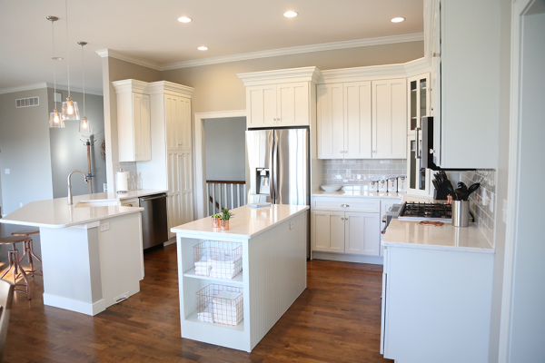 White_Cabinet_paint_repaint_kitchen_Iowa_City